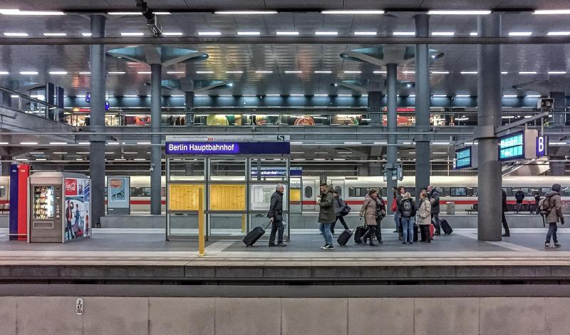 """Rein ins Eigenheim: Berlins größte Hausmesse """"Häuserwelten & Energie"""" macht Lust aufs eigene Haus"""