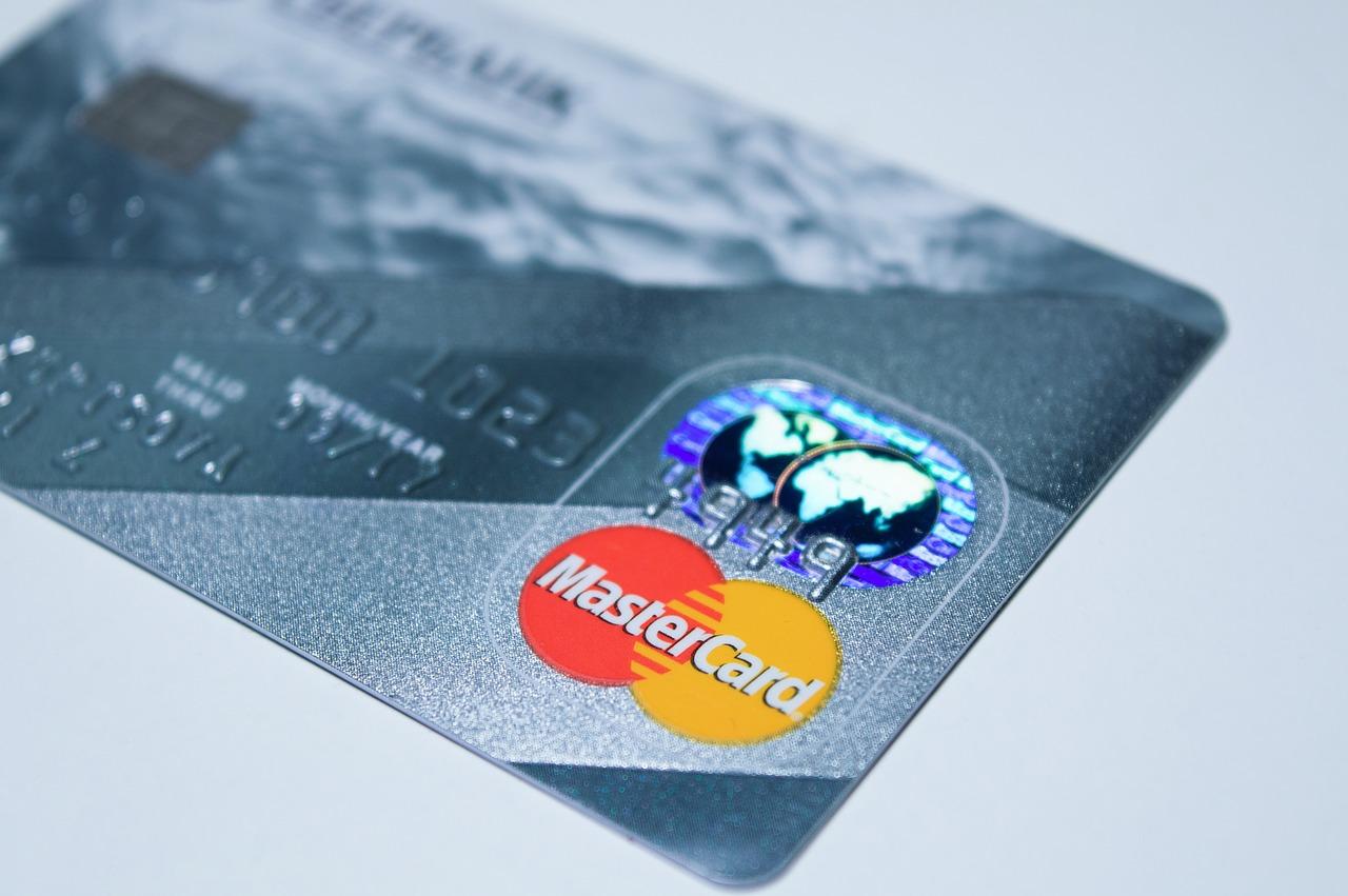 Kreditkarten: Gebührenfrei ist nicht immer günstig